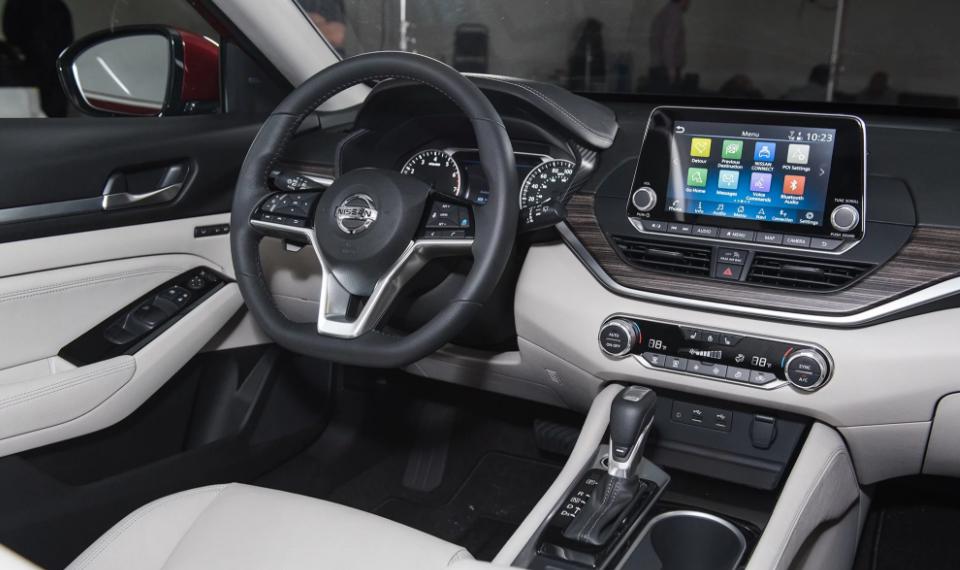 2019 Nissan Altima AWD Dashboard