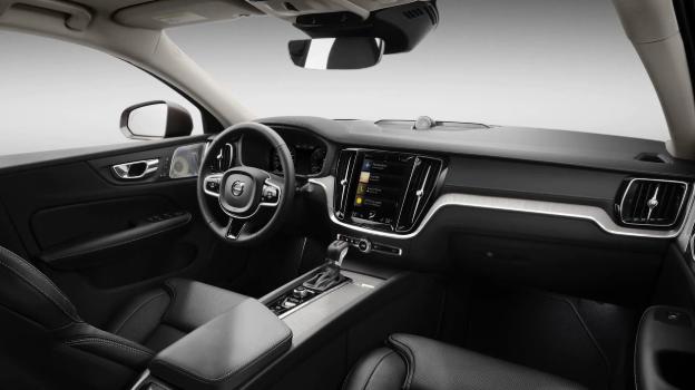 2019 Volvo S60 interior