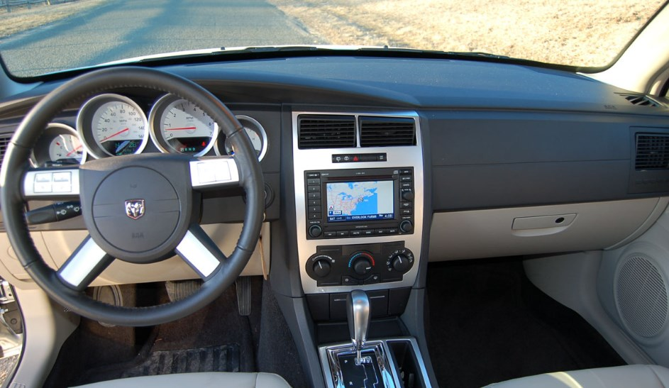 2019 Dodge Magnum Interior