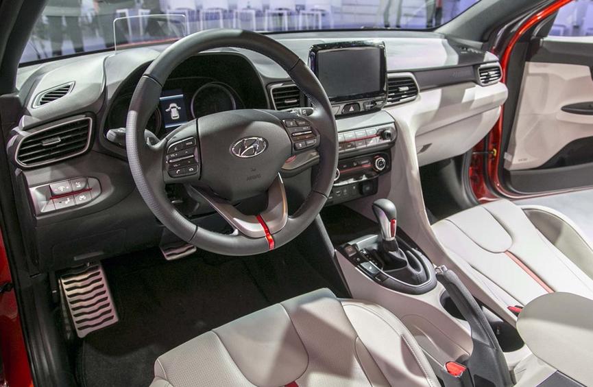 2019 Hyundai Veloster MPG Interior
