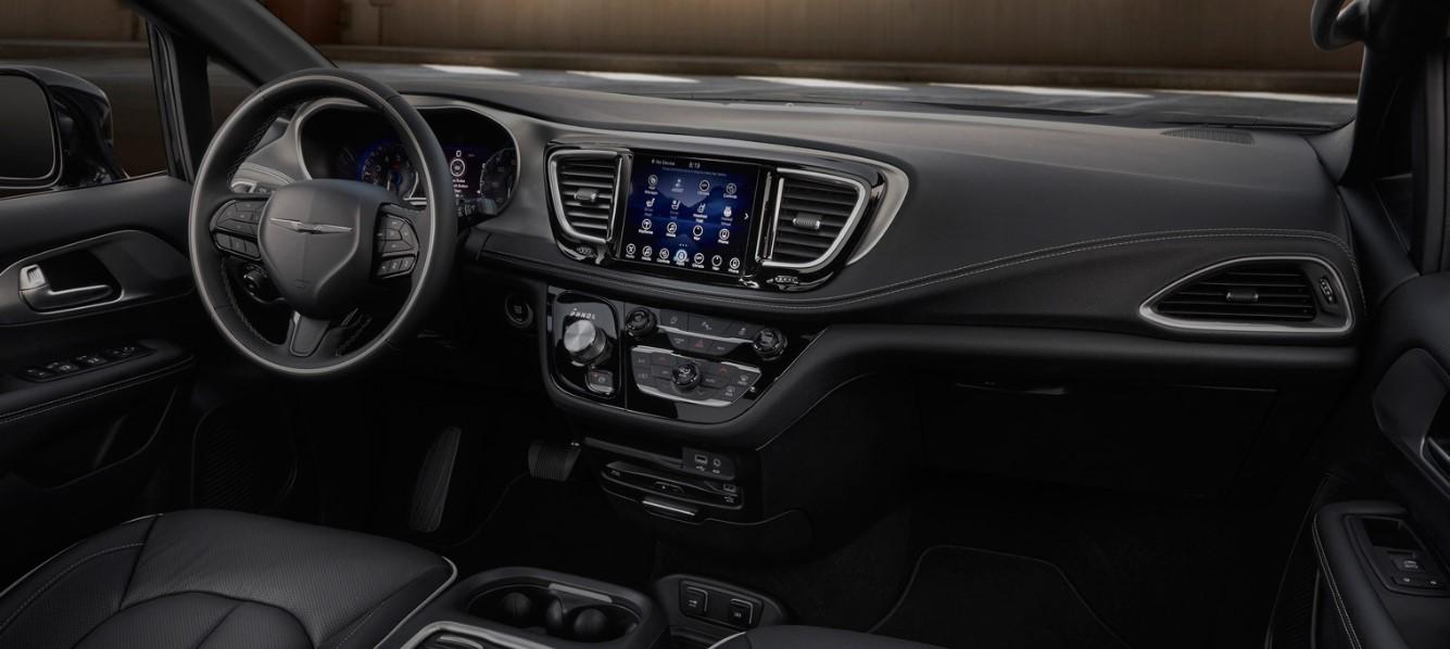 Chrysler Crossover 2020 Interior