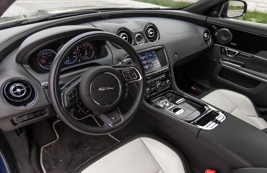 2021 Jaguar XJ Interior