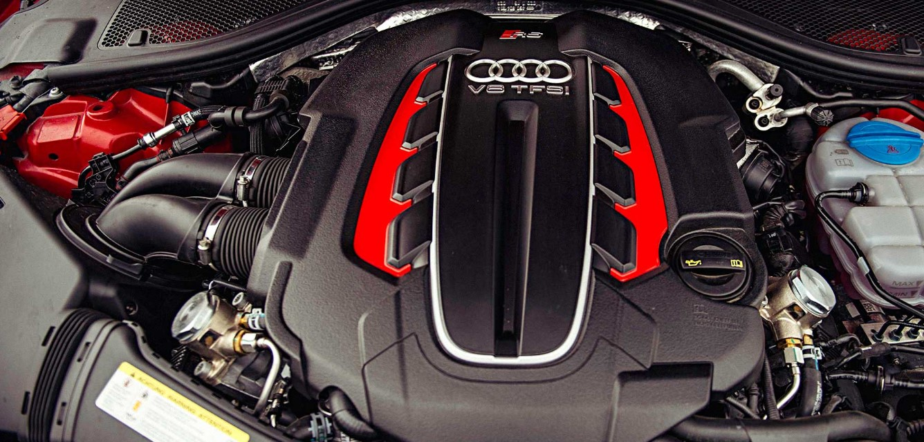 2020 Audi RS6 Engine