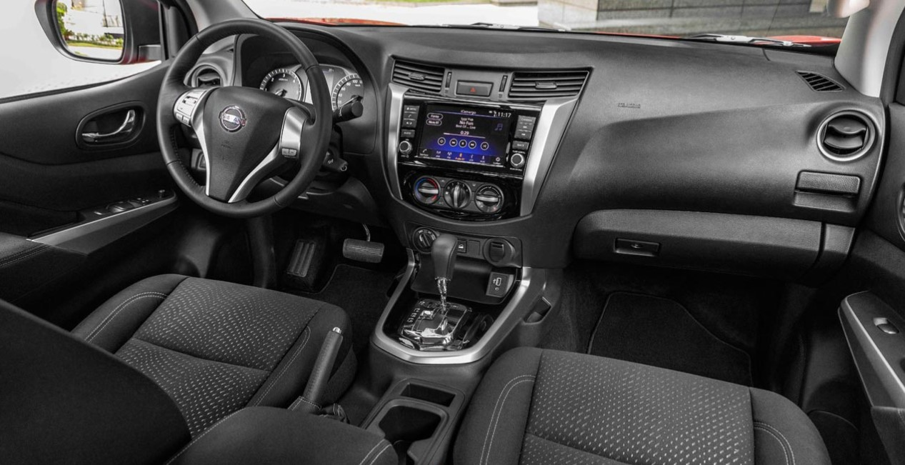 Nissan NP300 Frontier 2021 Interior