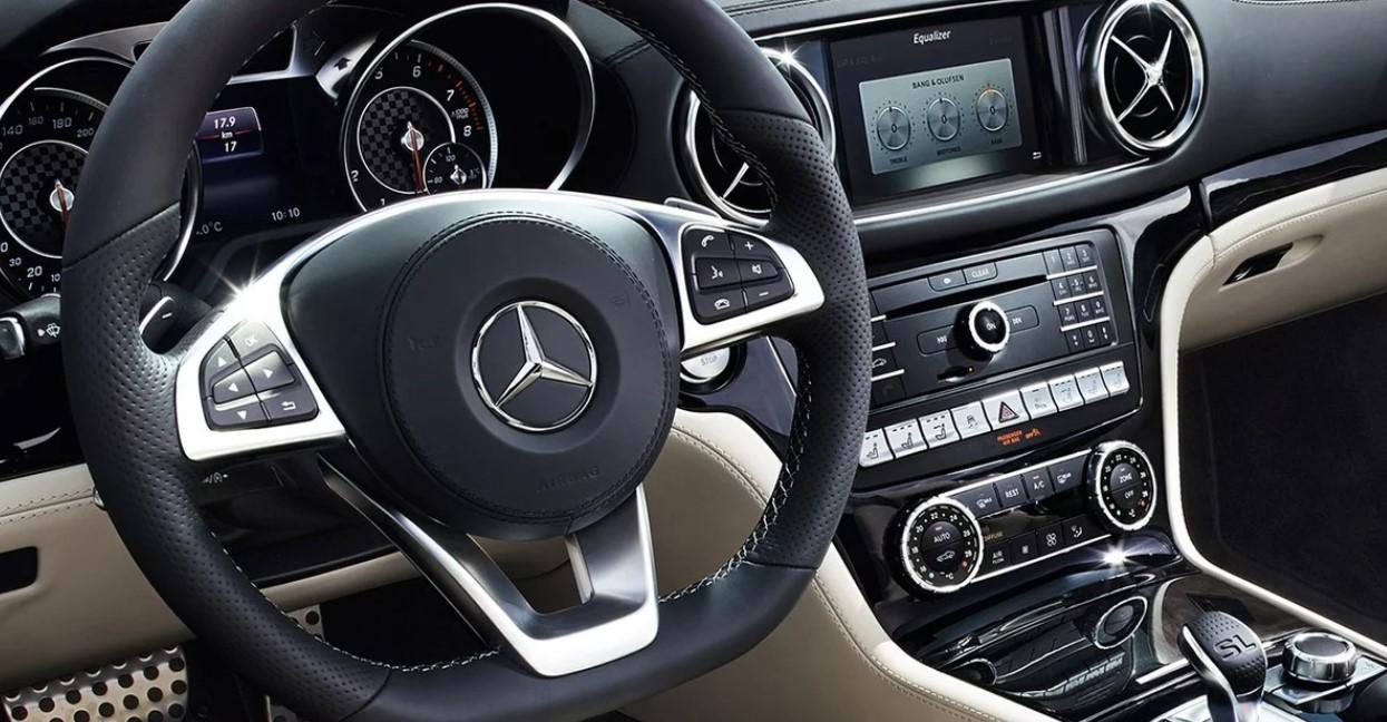 2021 Mercedes SL Interior