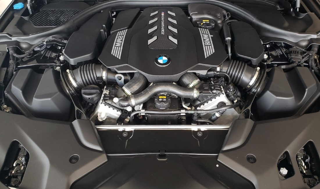 2021 BMW 5 Series Engine