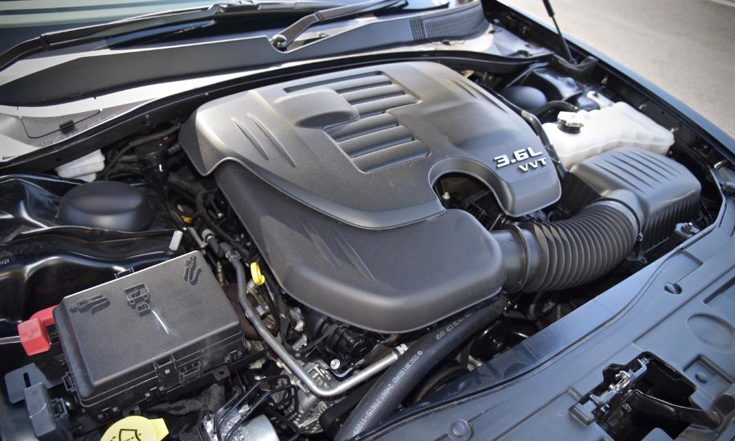Chrysler 300C 2022 Engine