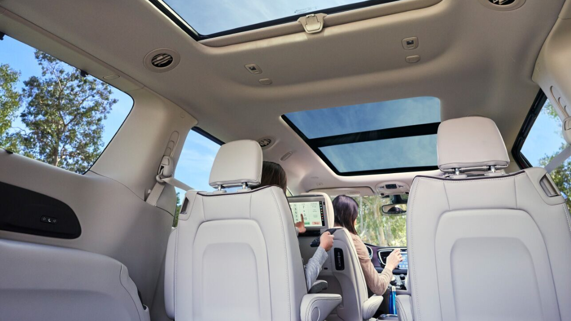 2020 Chrysler Minivan Interior