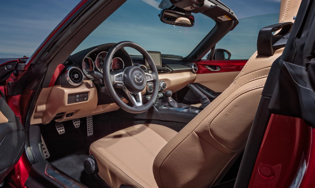 2022 Mazda Miata Interior